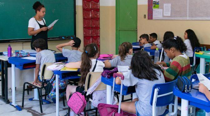 """""""Em época hostil à educação, é crucial formar bons professores"""", diz diretora da FE"""